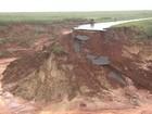 Cratera leva parte de estrada e 'engole' veículos em Borá