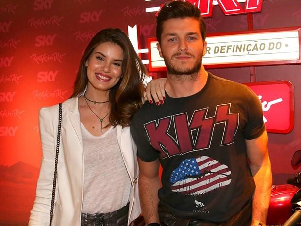 Camila Queiroz e Klebber Toledo (Foto: Anderson Borde e Denilson Santos/AgNews)