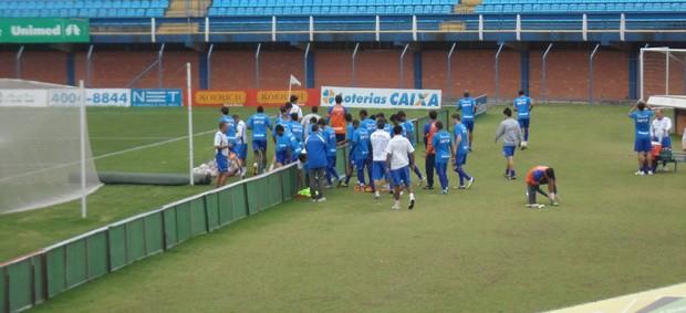 Jogadores do Avaí voltam a treinar (Foto: Savio Hermano / GLOBOESPORTE.COM)