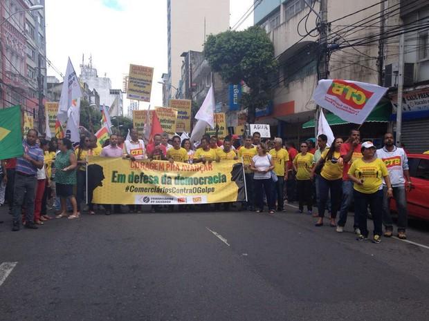 Protesto de movimentos sindicais afeta trânsito da Avenida Sete, em Salvador (Foto: Natally Acioli/ G1 BA)