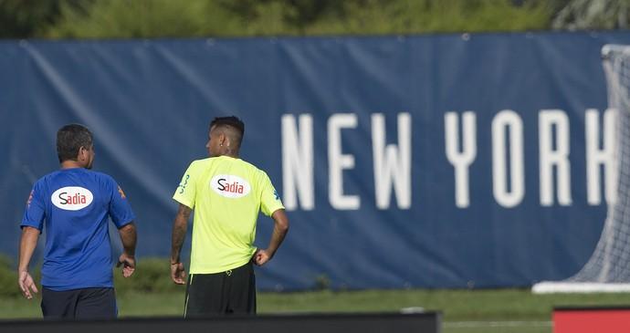 Neymar deixa treino Brasil Nova Jersey (Foto: Leo Correa / Mowa Press)