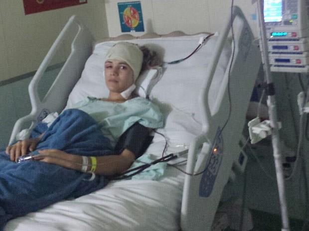 Santana Rodrigues em hospital particular de Brasília, após extrair tumor e fazer reconstrução do crânio com prótese em 3D (Foto: Santana Rodrigues/Arquivo Pessoal)