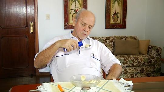 Protótipo de colher feito por pesquisadores da UFTM e USP ajuda pessoas com dificuldades motoras