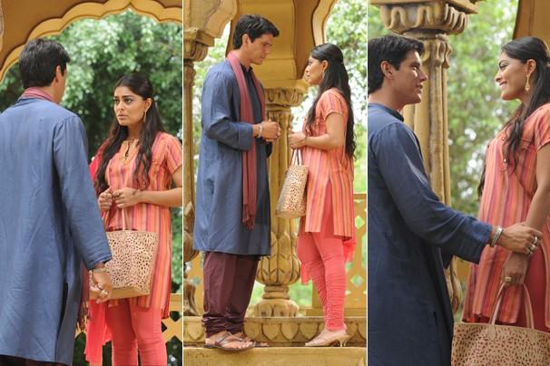 Sem saída, Bahuan encontra Maya e declara que é um intocável, em Caminho das Índias (Foto: CEDOC Globo)
