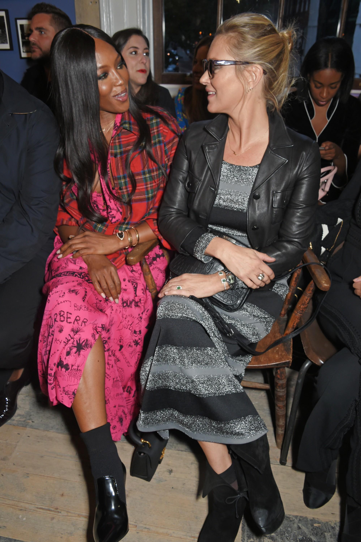 Noami Campbell e Kate Moss compareceram ao lançamento (Foto: Divulgação)