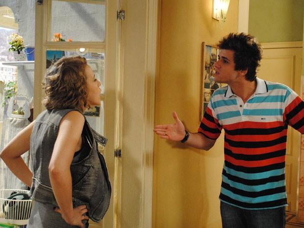 Os dois acabam brigando por causa de ciúmes de Laura (Foto: Malhação / Tv Globo)