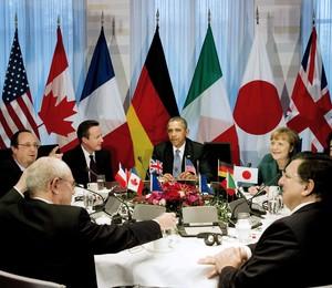 Líderes do G8 e da União Europeia em reunião de cúpula em Bruxelas, na Bélgica. Eles decidiram excluir a Rússia do grupo em resposta à anexação territorial da Crimeia (Foto:  EFE/Jerry Lampen / POOL)