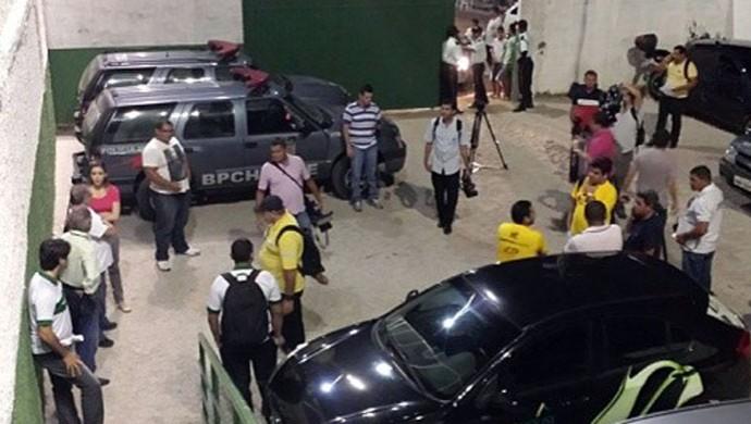 Imprensa foi barrada de entrar em estádio no RN pelo presidente do Alecrim (Foto: Marcos Lopes/Rádio Globo Natal)