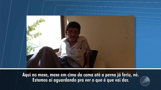 Na BA, idoso de 67 anos espera há 30 dias por transferência para cirurgia