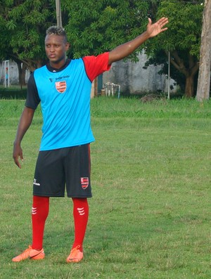 Neílson, meia do Flamengo-PI (Foto: Renan Morais/GLOBOESPORTE.COM)