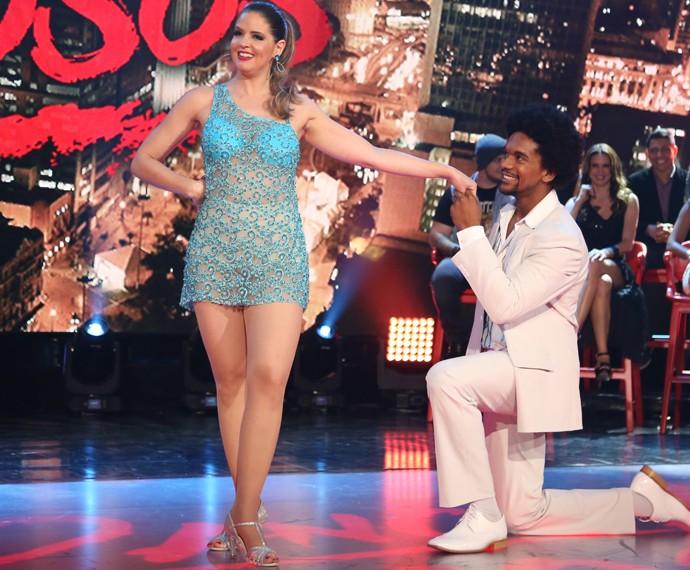 Mariana Santos se apresentou no samba com vestido curtinho e trasparante  (Foto: Carol Caminha / Gshow)