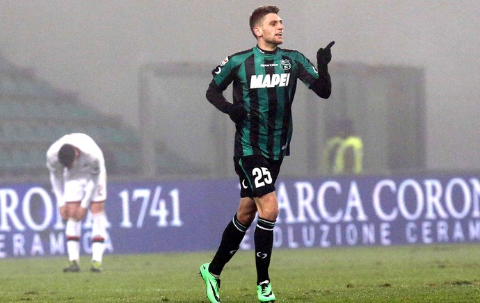 Domenico Berardi gol do Sassuolo contra o Milan (Foto: EFE)
