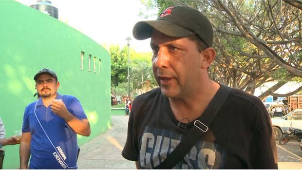 Homem identificado como Comandante Cinco, líder de milícia em Paracuaro, no México (Foto: BBC)