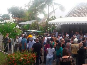 Mulher e filho mortos por PM são enterrados em Salvador (Foto: Alan Oliveira/G1 Bahia)