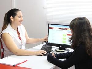 No Balcão de Empregos, software inteligente cruza dados de posições oferecidas com currículos cadastrados no sistema (Foto: Divulgação)
