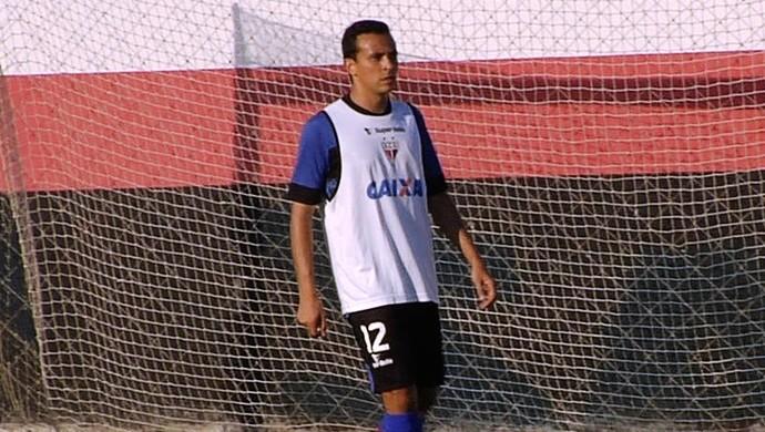 Danilo Tarracha, lateral do Atlético-GO (Foto: Reprodução/TV Anhanguera)