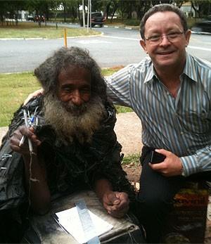 Primeiro encontro entre Raimundo e o irmão Francisco, em outubro de 2011 (Foto: Arquivo pessoal)
