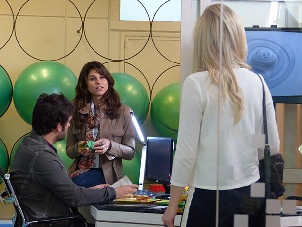 Manu fica chateada ao saber que Megan está morando com Davi  (Foto: Geração Brasil / TV Globo)