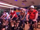 César Menotti, Gaby Amarantos e Fábio Porchat fazem aula de spinning