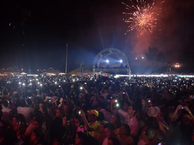 Ano Novo pode ser comemorado em show no estacionamento do Estádio Serra Dourada Goiânia Goiás (Foto: Reprodução/TV Anhanguera)