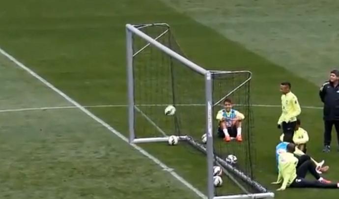 Golaço do Neymar no treino