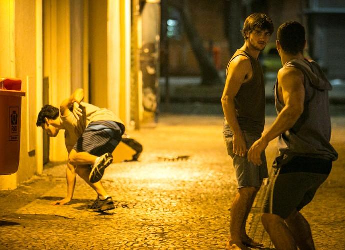 Jonatas encaquadra Jacaré e Braço (Foto: Raphael Dias / Gshow)