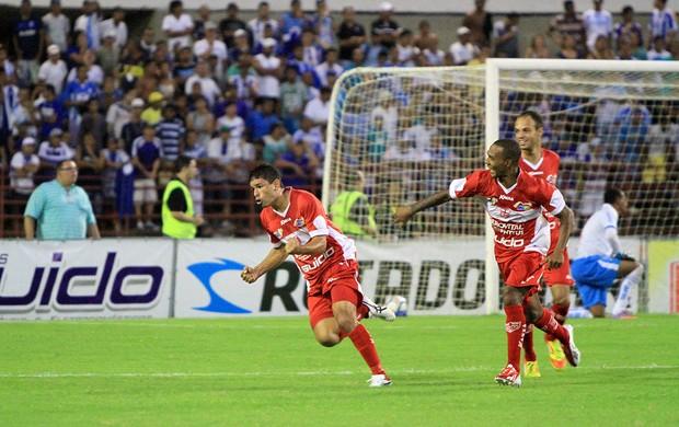 Schwenck marcou dois gols no clássico contra o CSA (Foto: Ailton Cruz/ Gazeta de Alagoas)