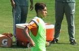 De contrato renovado, Pedro termina semana entre profissionais (Edgard Maciel de Sá)