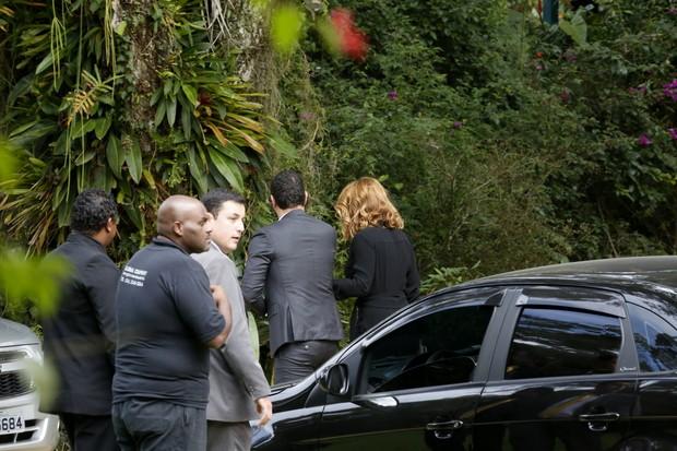 Leandra Leal e o namorado no casamento de Pedro Bial e Maria Prata (Foto: Felipe Assumpção/AGNews)