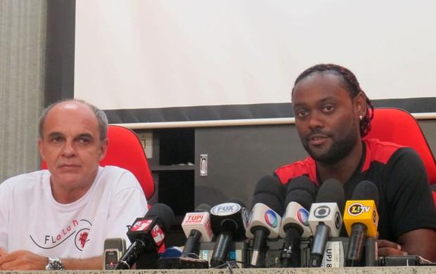 Eduardo Bandeira de Mello e Vagner Love Flamengo (Foto: Fred Huber / Globoesporte.com)
