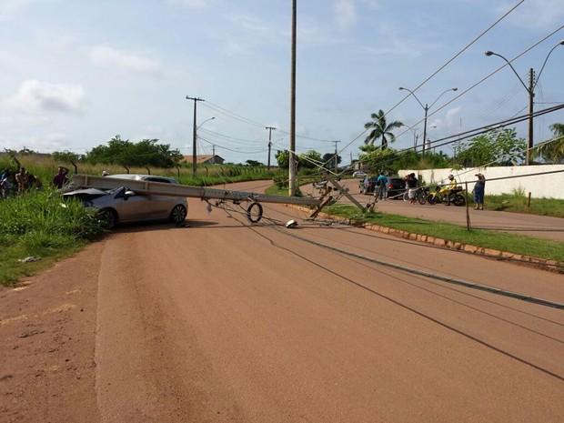 Em RO, poste cai em carro e motorista grávida de 8 meses escapa ilesa (Foto: William Ferreira/Arquivo Pessoal)