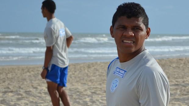 Diego Neves, atacante do Confiança (Foto: Felipe Martins / globoesporte.com)