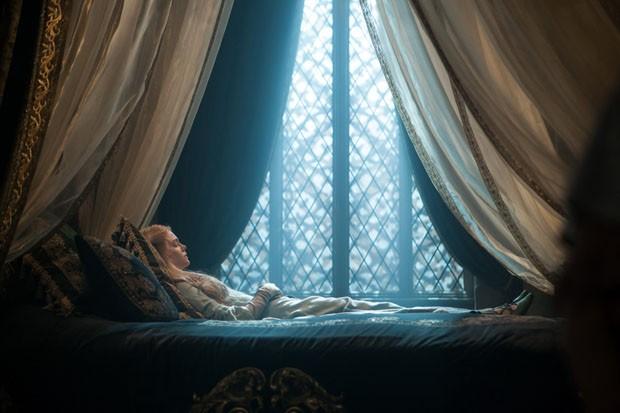 Não é à toa que Aurora é chamada de Bela Adormecida... (Foto: Reprodução)