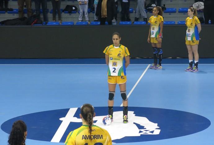 Jogadoras fazem um minuto de silêncio em homenagem a Nelson Mandela (Foto: Thierry Gozzer)