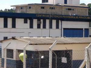 Vara de Execuções Criminais acatou o pedido de liminar do MP sobre o CDP (Foto: Eduardo Guidini/G1)