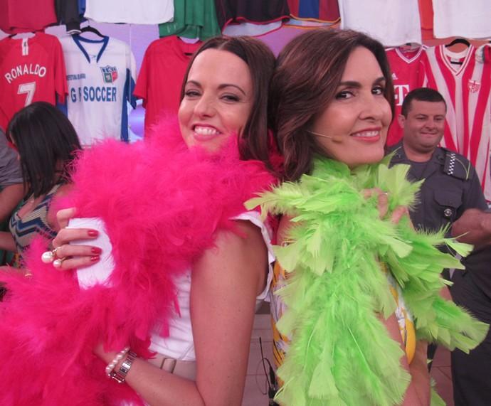 Ligia Guerra se divertiu com Fátima nos bastidores (Foto: Priscilla Massena/Gshow)