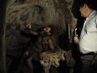 Juiz visita buraco onde homem vive há 25 anos para decidir sobre ação