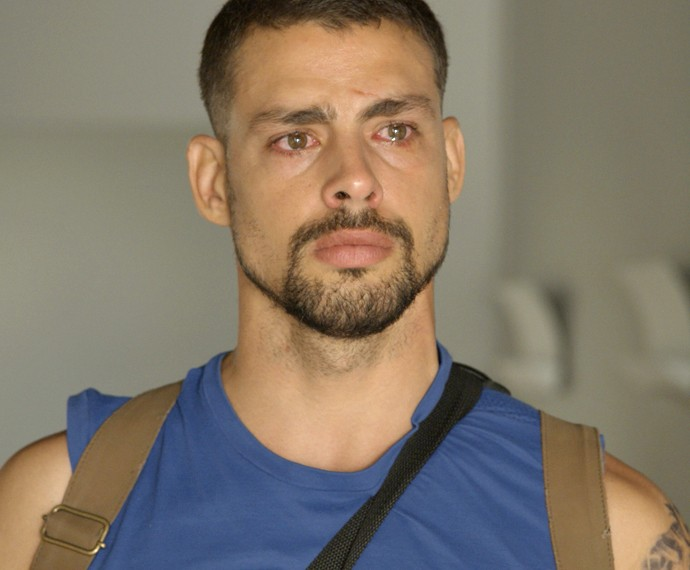 Juliano descobre que foi vítima de golpe no primeiro capítulo de A Regra do Jogo (Foto: TV Globo)