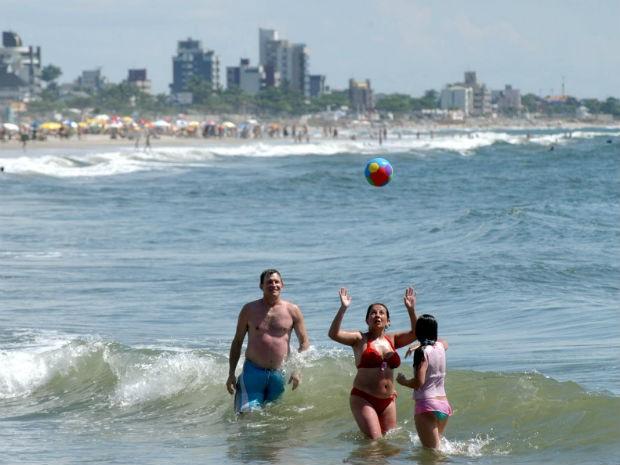 No litoral do estado, 49 pontos de banho são monitorados pelo Instituto Ambiental do Paraná (IAP) (Foto: Arquivo / ANPr)