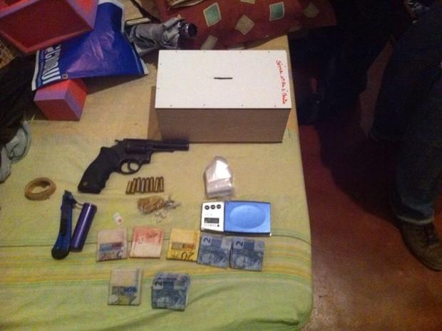 Material foi apreendido com suspeito de homicídio na Zona Norte de Natal (Foto: Divulgação/Polícia Civil)