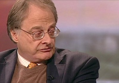 O jornalista irlandês Patrick Cockburn, em um programa de TV britânico, em Londres. Há mais de três décadas Cockburn é correspondente no Oriente Médio, e morou mais de dez anos no Iraque (Foto: Acervo Pessoal)