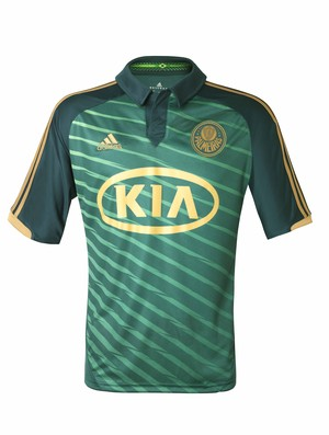 Palmeiras revela terceira camisa com Barcos como modelo ... ef1c465866f8d