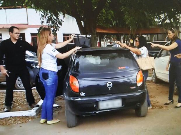 Mulheres foram presas quando saíam de frigorífico após receberem patrocínio (Foto: Assessoria/ Polícia Civil-MT)
