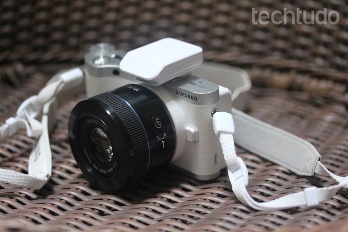 A lente de 45mm permite filmar em 3D  (Foto: Carol Danelli/TechTudo)