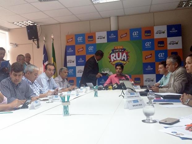 Prefeito ACM Neto anunciou programação nos bairros durante coletiva nesta quinta-feira (Foto: Juliana Almirante/G1)