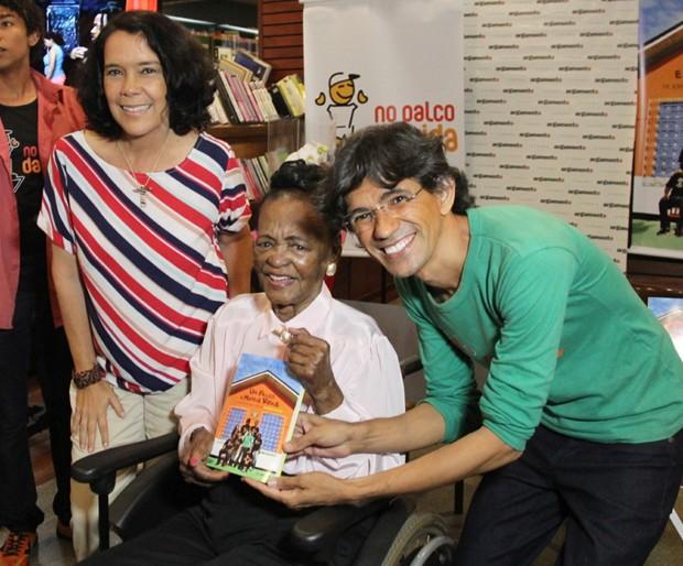 Ruth de Souza com Wal Shneider e Teresa Montero (Foto: Débora Rebeca Galino/Divulgação)