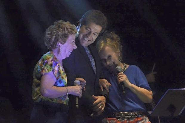 Meire e Marilene, As Galvão, recebem Daniel na gravação de DVD (Foto: Divulgação)
