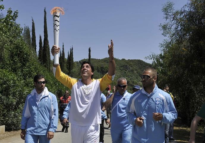 Giovane Gávio cerimônia tocha olímpica (Foto: REUTERS/Alkis Konstantinidis)