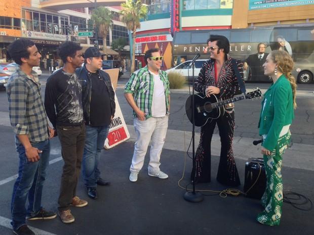 Angélica e convidados 'encontram' Elvis (Foto: Estrelas/TV Globo)