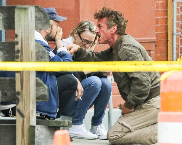 Jimmy Giannopoulos, Robin Wright e Sean Penn discutem (Foto: Grosby Group)